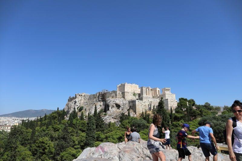 アレオパゴスの丘からアクロポリスを見る