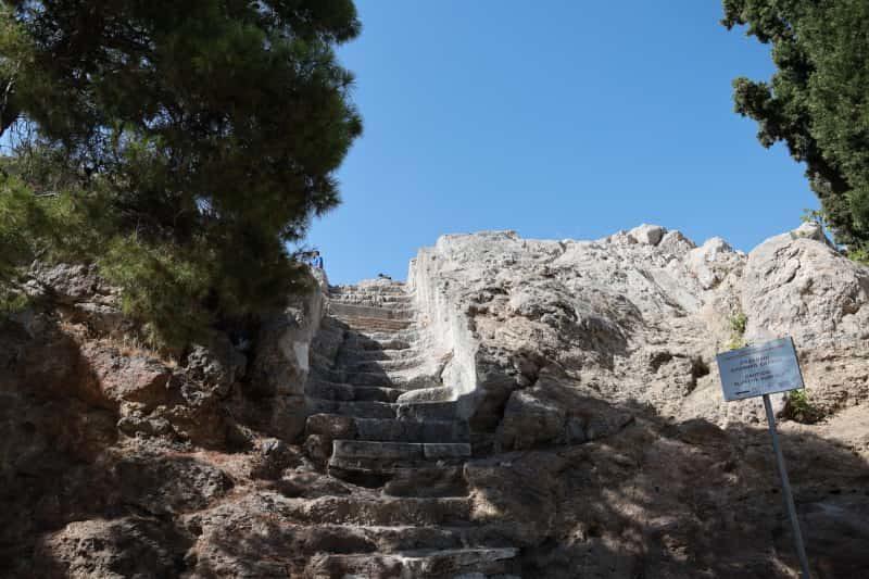 アレオパゴスの丘へ登る階段
